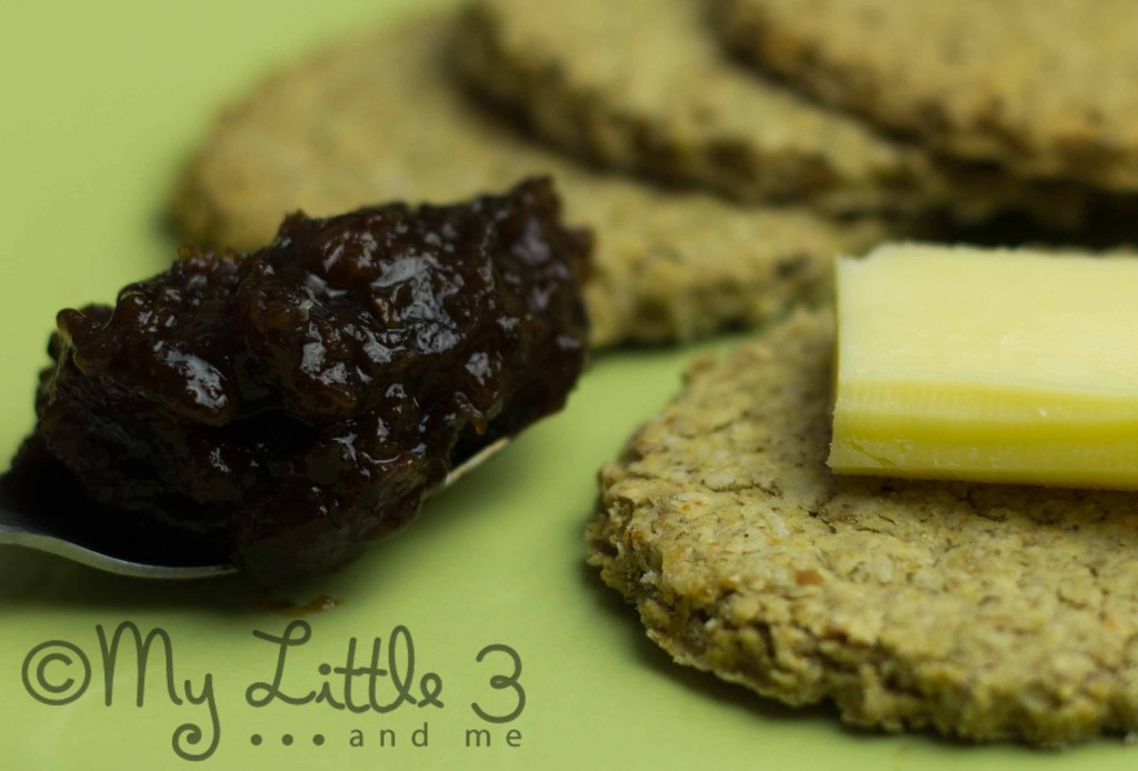 Oatcakes With Chedder and Chutney