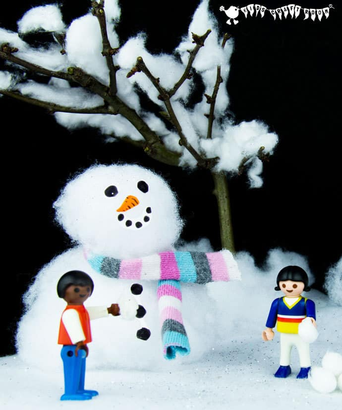 Make an easy small world snow scene for kids to explore the fun and magic of Winter and snow again and again. A fun Winter craft for kids.