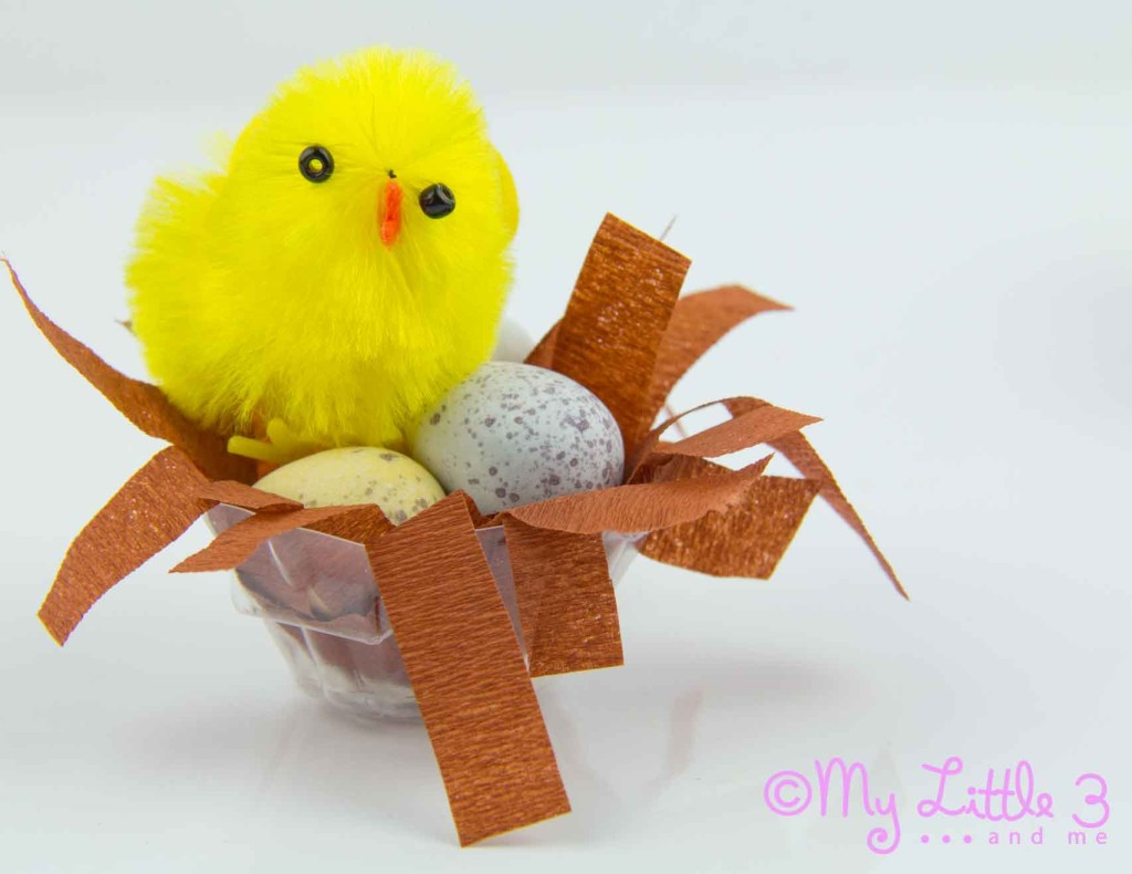 MINI EASTER BASKETS - these little Easter nests are the cutest! A fab recycled Easter craft for kids that can be used as gifts, table decorations or party favours.