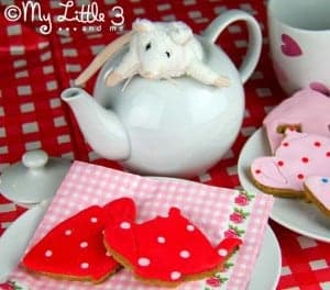 Iced Biscuits for a Mad Chatters Tea Party
