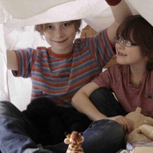 Make a fun fort, easy imaginative play for kids.