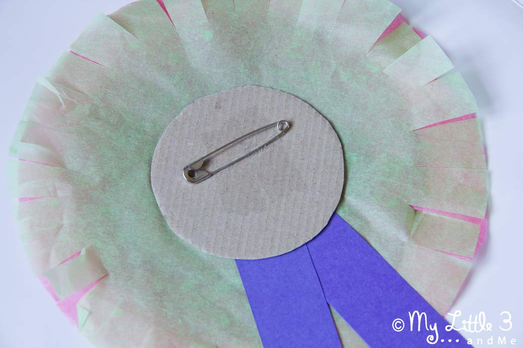 Teacher Appreciation Rosettes, a quick and simple craft to say thank you. From My little 3 and Me