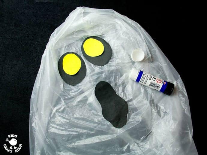 step 4 - JUMBO FLOATING GHOST CRAFT. These spooky ghosts are easy DIY Halloween decorations for the house or yard. A fun Halloween craft for kids to make and play with.