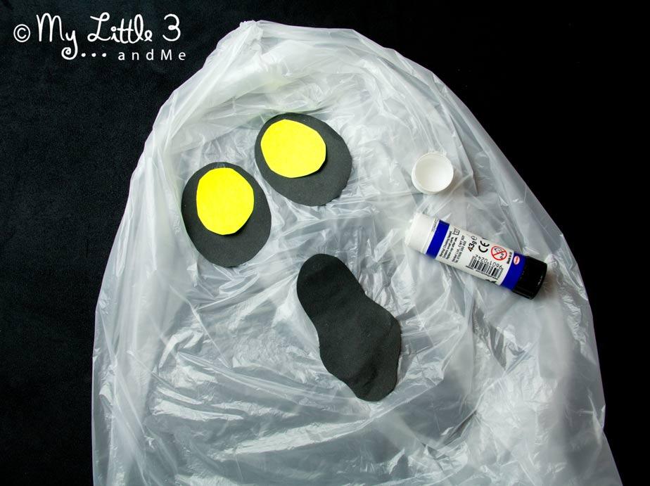 BOO!  Fácil Spooky Ghost decorações flutuantes para o Dia das Bruxas.  Divertidos de fazer e brincar.  Idéias do partido de Halloween do My Little 3 e Me