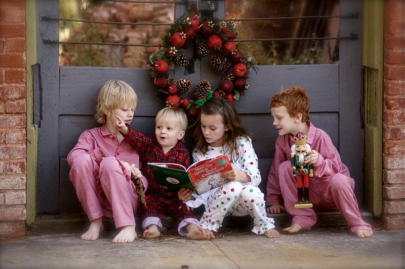 800px-Children_reading_The_Grinch