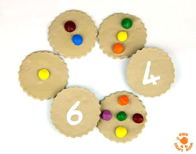 HOMEMADE COUNTING COOKIES MATH GAME - great for early number skills and imaginative play. Easy preschool learning at home. Number recognition, counting and one to one correspondence. #learningthroughplay #earlyyears #preschoolactivities #math #maths #learningactivities #homeschool #ECE #preschool #preK #kidsactivities #counting #numbers #earlylearning #mathgames #mathematics #preschoolers #learningisfun #homeschooling #homeschoolpreschool #imaginativeplay