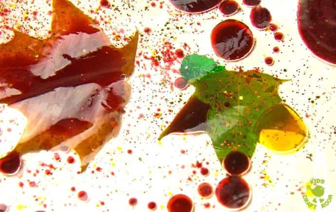 LEAF SENSORY BAGS - a fantastic mess free Autumn sensory play activity for kids. Children will love to explore this Fall activity that engages the senses.