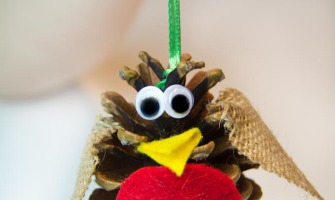 Pine Cone Robin Birds an easy nature craft for kids.