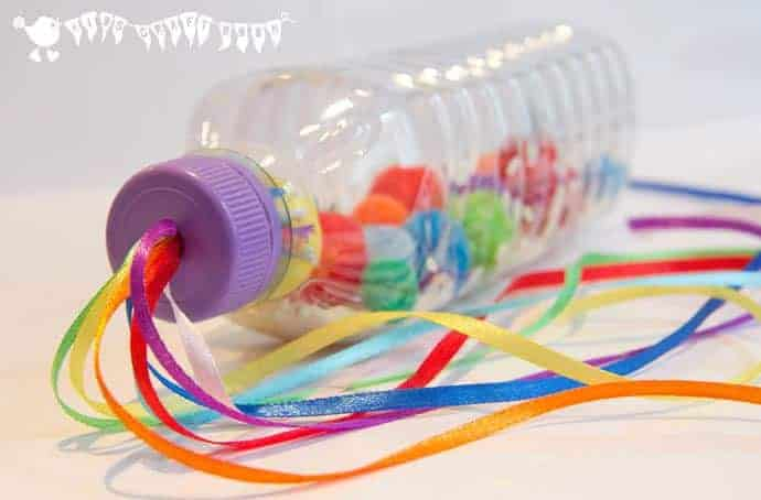 Botella sensorial arcoiris / maraca en Kids Craft Room