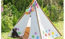 An easy tutorial to customise a kids teepee for the garden or playroom. Such a great resource to promote imaginative play.