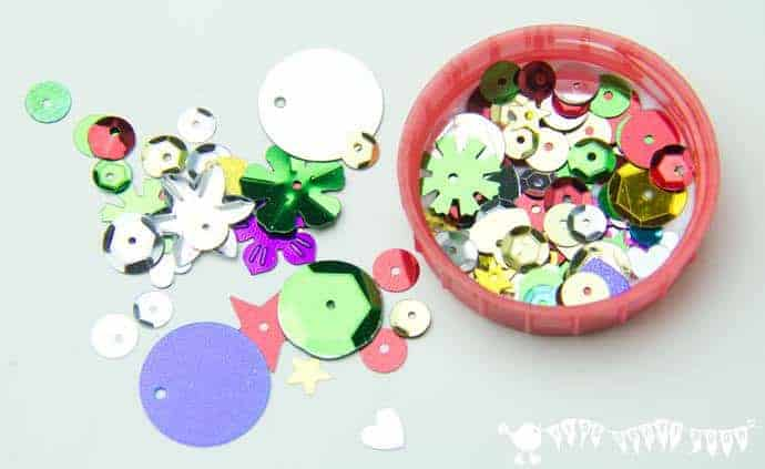 Christmas Lid Ornaments are a fabulous and frugal Christmas craft for kids. Nothing says Christmas more than homemade decorations does it?