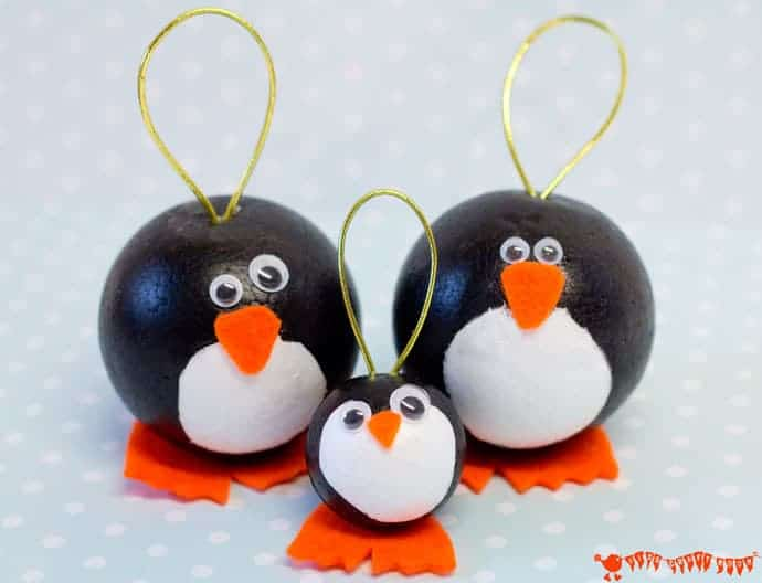 Cute Penguins! Have fun with this adorable round penguin craft. They make fabulous penguin ornaments for Christmas and are fun for Winter Small World play too.