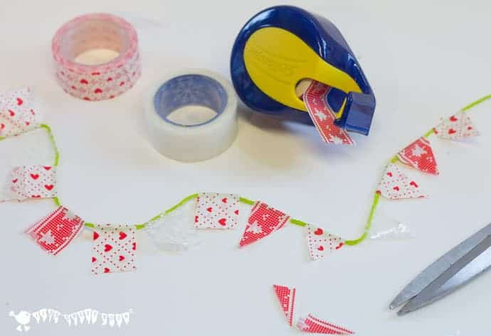 Christmas-Gift-Wrapping-Ideas-making-washy-tape-bunting