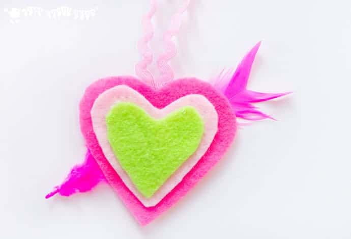 HEART NECKLACES are cute, colourful and easy! This kids felt craft is a great way for children to make homemade jewellery for themselves or as cute gifts.