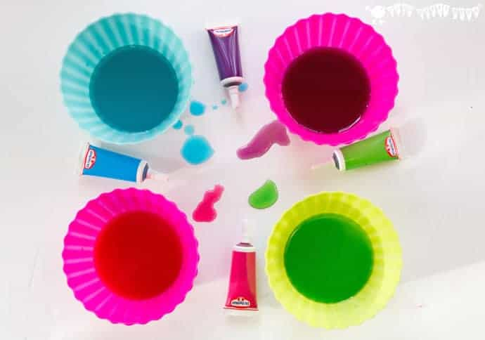 Preparing-the-sugar-washes-for-wax-resist-sugar-wash-painting