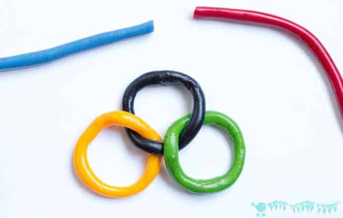 Olympic-Craft-Kids-Necklace-step-2