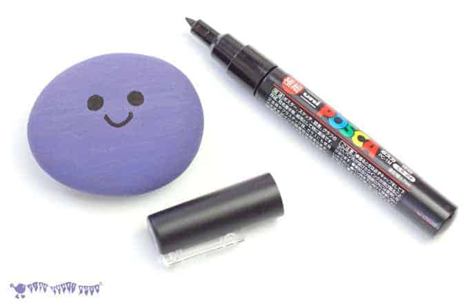 Drawing-Face-On-Oddish-Craft-Pokemon-DIY-Pebble-Pocket-Pal