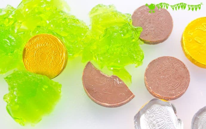 Kids will adore this EDIBLE SENSORY PLAY ST PATRICK'S DAY ACTIVITY. Explore giant wibbly-wobbly squishy shamrock leaves and tasty treasure from the end of the rainbow!