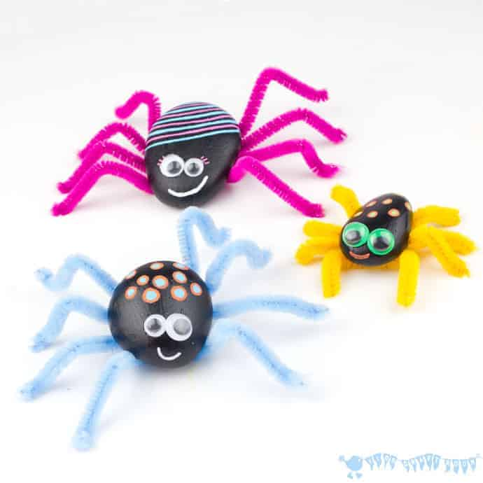 This PLAYFUL ROCK SPIDER CRAFT is adorably cute! Homemade spiders are fab for Halloween, year round imaginative play and for acting out Itsy Bitsy Spider songs!