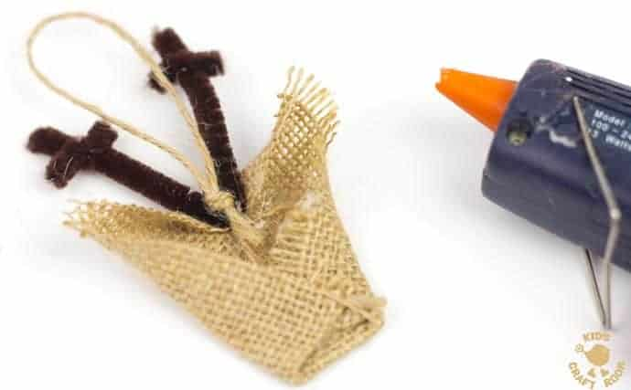 ADORABLE BURLAP REINDEER ORNAMENTS - step 7