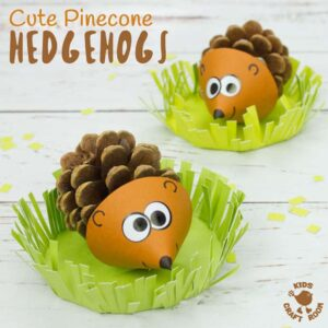 Do your kids like collecting pinecones? Turn them into adorable pinecone hedgehogs! These little hedgehogs sit in a grassy home where they can snuffle around for their dinner! The cutest pinecone animals ever! #kidscrafts #fallcrafts #hedgehogs