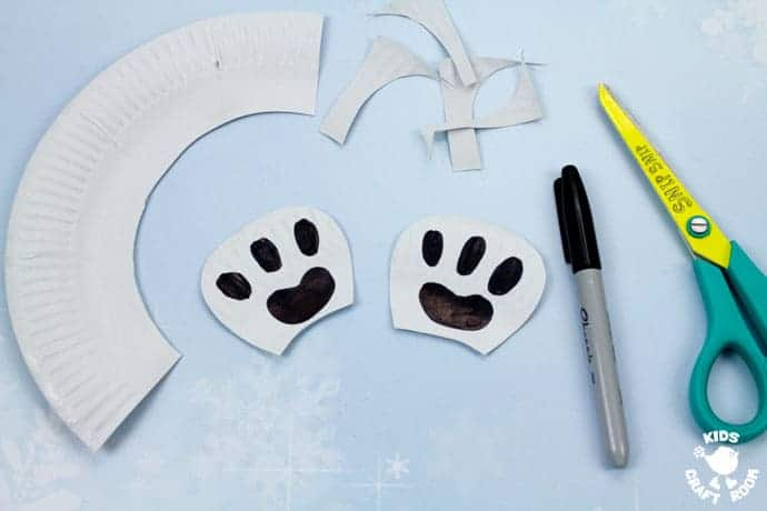 Paper Plate Polar Bear Twirler step 4