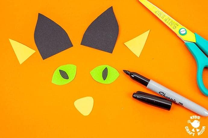 Halloween Black Cat Wreath Craft step 2