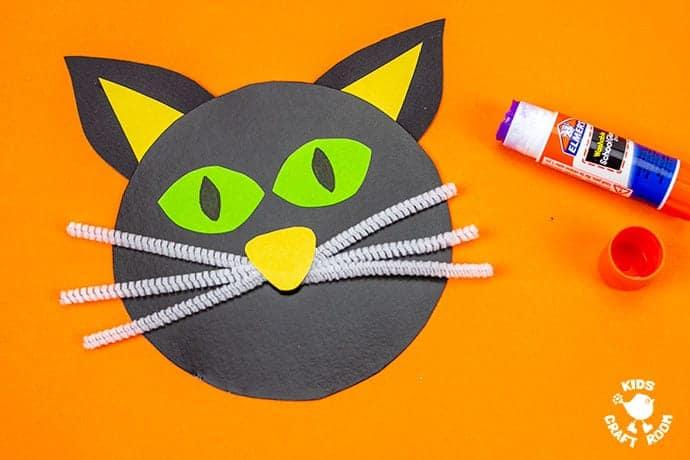 Halloween Black Cat Wreath Craft step 4