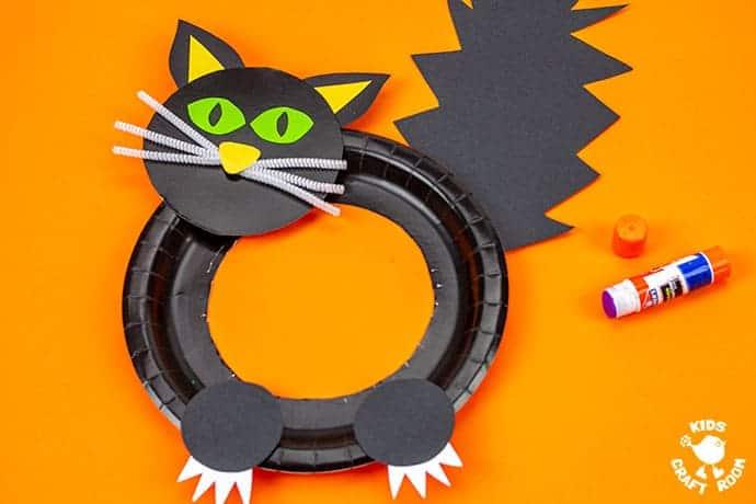 Halloween Black Cat Wreath Craft step 7