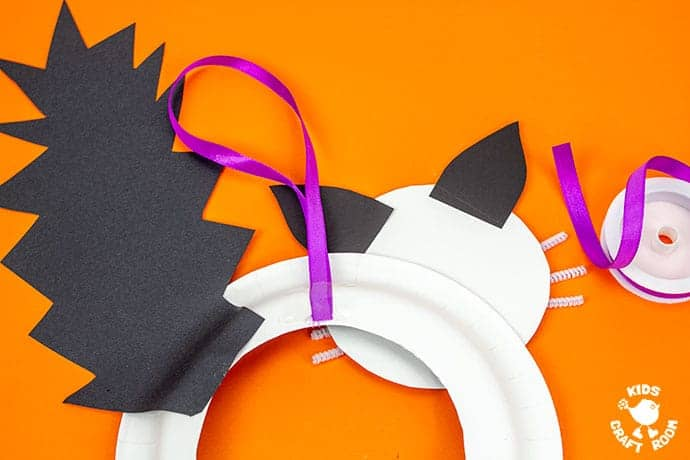 Halloween Black Cat Wreath Craft step 8