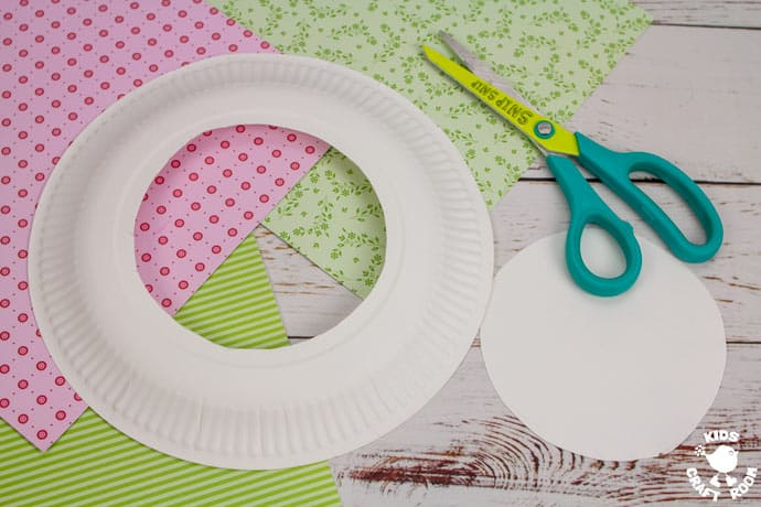 Paper Plate Lamb Wreath Craft step 1