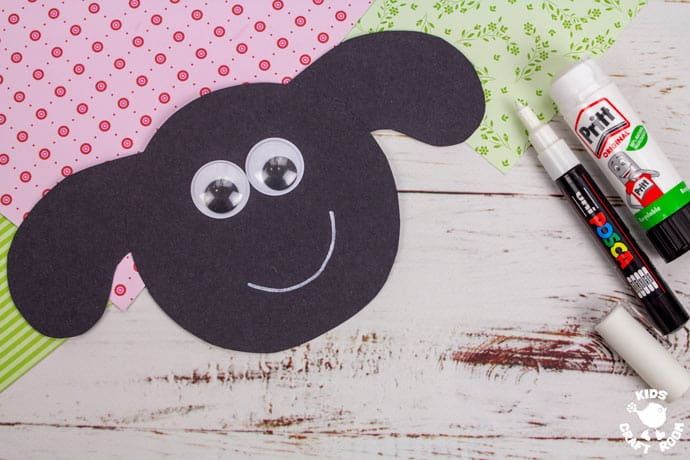 Paper Plate Lamb Wreath Craft step 3