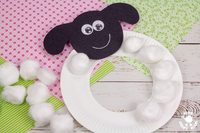 Paper Plate Lamb Wreath Craft step 4