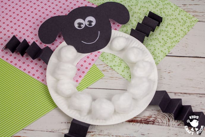 Paper Plate Lamb Wreath Craft step 6