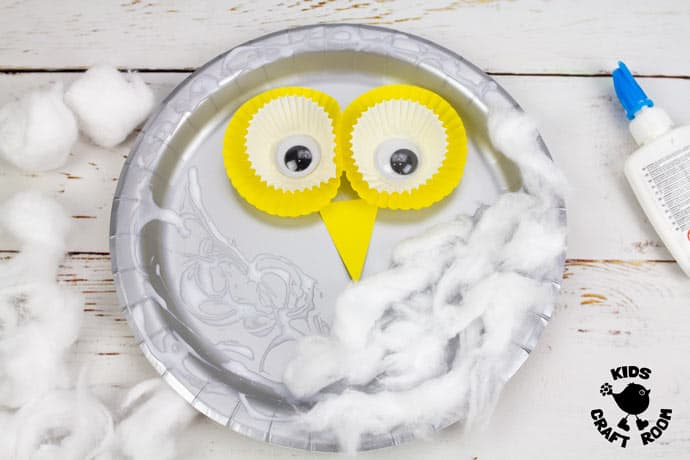 Paper Plate Snowy Owl Craft step 4