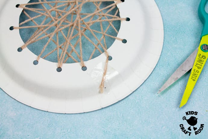 Laced Paper Plate Walrus Craft step 3