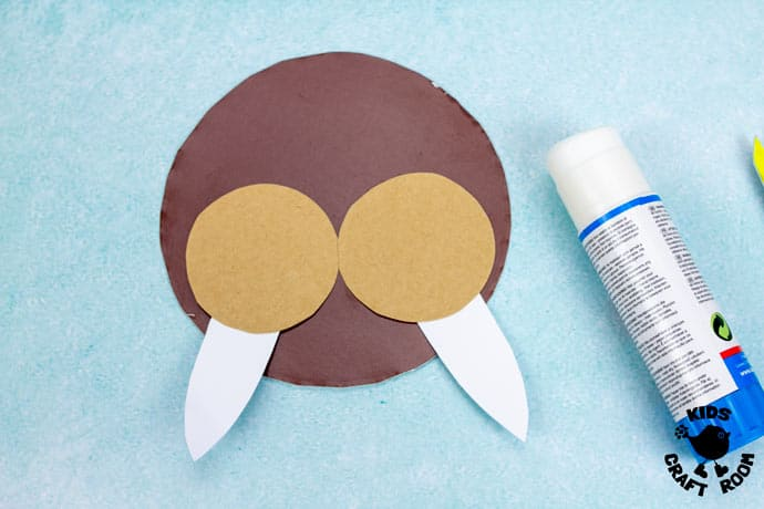Laced Paper Plate Walrus Craft step 5
