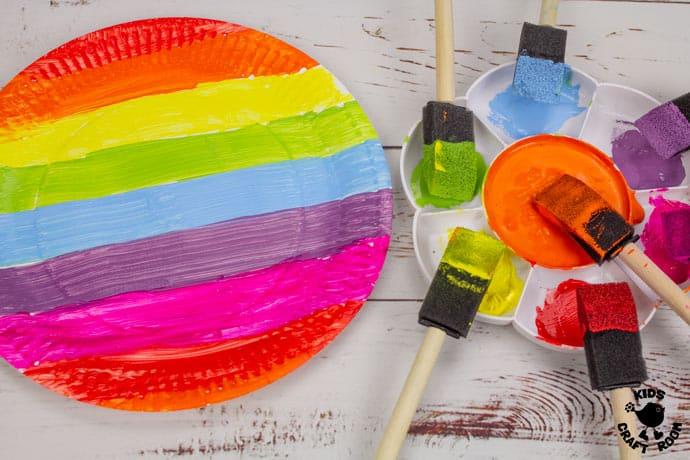 St Patrick's Day Paper Plate Twirler Craft step 1