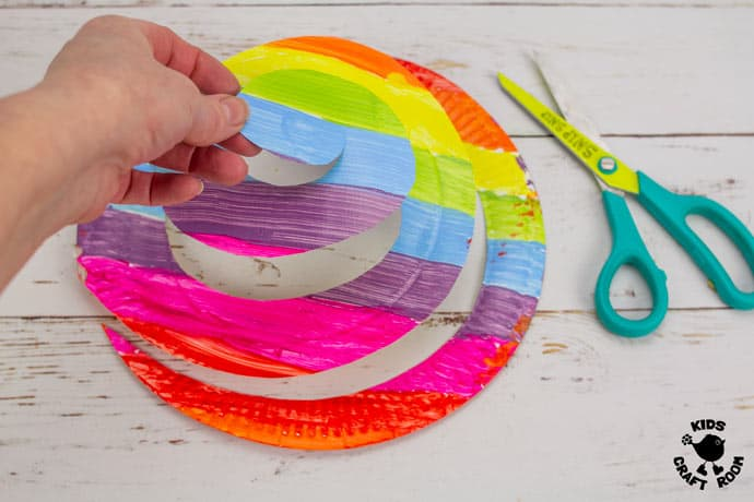 St Patrick's Day Paper Plate Twirler Craft step 2